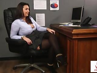 Office honey teaches depending fucking partner to masturbate