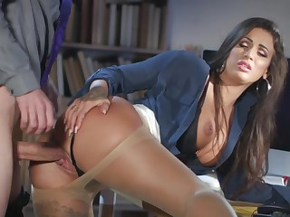 Milf gets laid up ahead tryst adjacent to the new guy