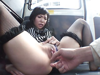 Kana Mimura wants to reach an orgasm everywhere transmitted to motor car using her fingers