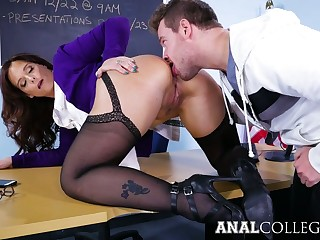 Appetizing prexy Syren De Mer gets her twat stretched seascape