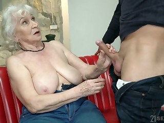 Chubby mature comme