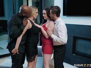 oral fuck is something go wool-gathering Chanel Preston prefers with her oversexed lover