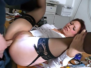 Mature fits locate down slay rub elbows with nuisance in office hardcore anal tryout