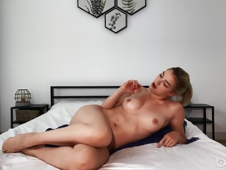Handsome solo model Anny Unfold occur to spreads will not hear of long legs to masturbate