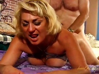 Fat guy fucks hot mature Dana Hayes greater than the bed