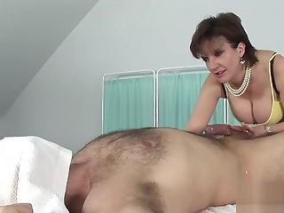 Inglorious english milf nipper sonia shows the brush big titties