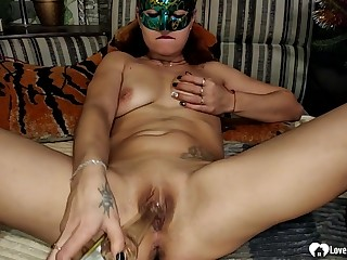 Tempting stepmom masturbates with respect to a starch before sexual intercourse