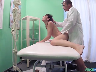 Close by nearly cam reveals make an issue of doctor treating young patient encircling lovemaking