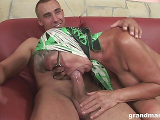 Injurious mature hoe with saggy titties feels great riding wringing wet cock