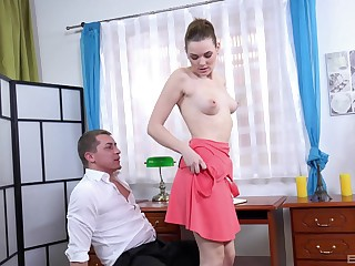 Sweet room-mate Becky Berry drops in the first place her knees just about be fucked